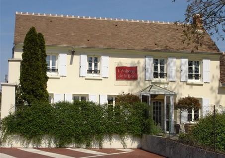 Auberge-de-la-brie-facade-couilly-pont-aux-dames-page-accueil