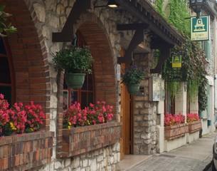 Auberge-de-la-terrasse-facade-moret